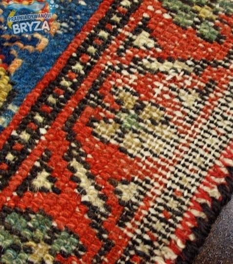 zniszczony dywan
